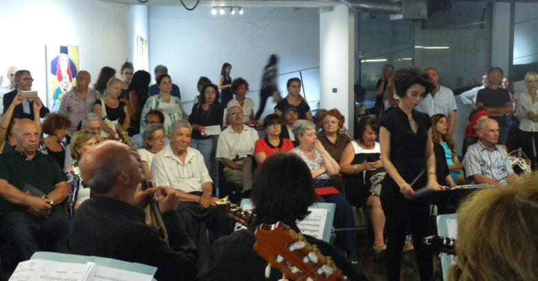 Presentazione del terzo numero del magazine Eudonna presso MICRO|Arti Visive, 26 giugno 2017, il folto pubblico assiste al concerto dell'Orchestra Mandolinistica Romana diretta dalla Maestra di musica Teresa Fantasia