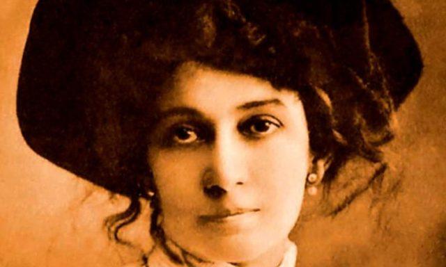 Lola Mora, alla scultrice argentina lo studioso Andrés Pociña ha dedicato il monologo teatrale La Fontana, edito da Il Sextante